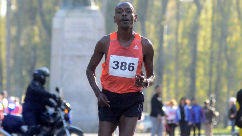 """""""Empezamos a ser atletas sin saberlo"""": Julius Rono, el keniata que correrá en el Circuito de Reyes"""
