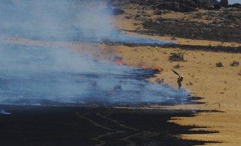 Los bomberos continúan intentando frenar el fuego en Sierra de la Ventana