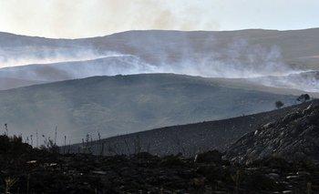 Aseguran que está controlado el incendio en las sierras
