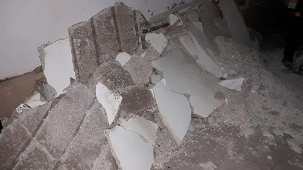 Se cay parte del techo de una casa pero no hubo heridos for Partes del techo de una casa
