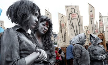 """Las imágenes y los discursos de la movilización en Plaza de Mayo: """"Ni un genocida suelto"""""""