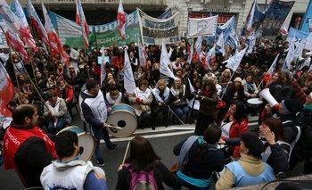 Los gremios docentes rechazaron la nueva oferta del Gobierno y convocaron a un paro
