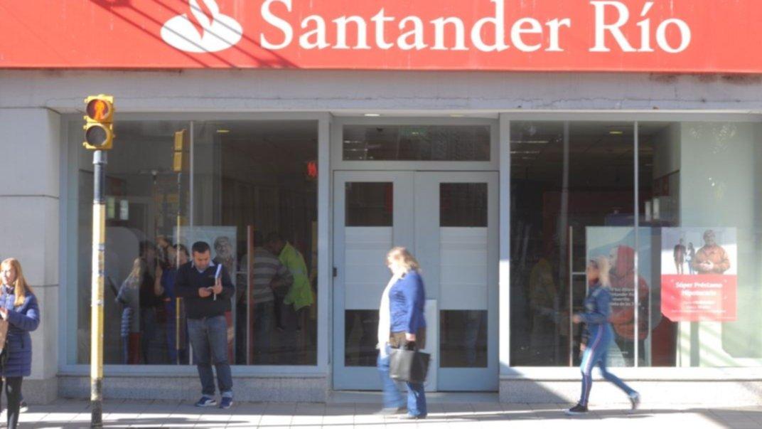 Cómo fue la estafa millonaria con cheques en el banco Santander Río