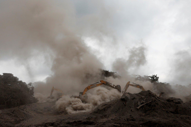 Suman 100 víctimas mortales por erupción del Volcán de Fuego