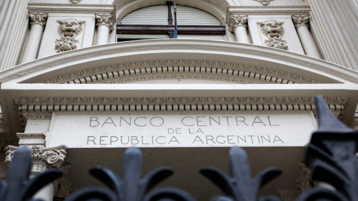 Dólar: el Gobierno comienza a vender hoy hasta u$s100 millones por día del préstamo del FMI