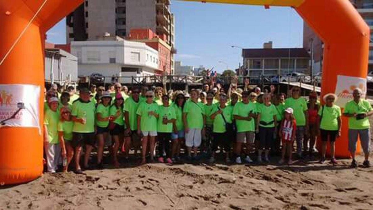 Unas 120 personas participaron de una caminata para adultos mayores ...