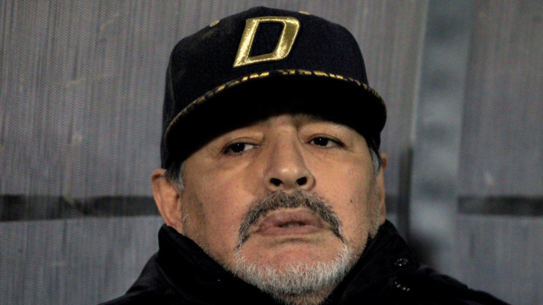 Operaron a Maradona y le retiraron el cinturón gástrico