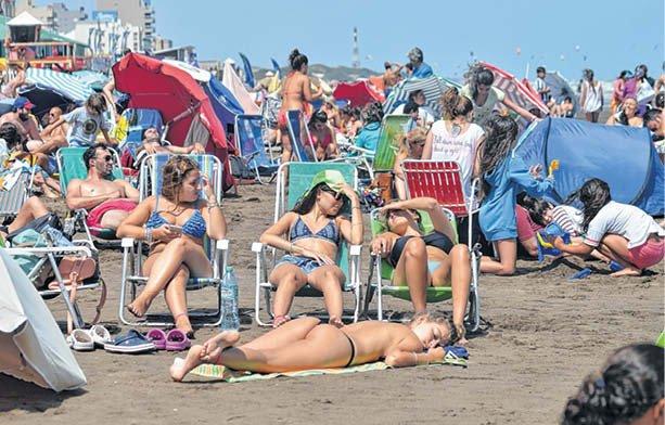 El Debate Por El Topless En La Playa Con Posturas Divididas