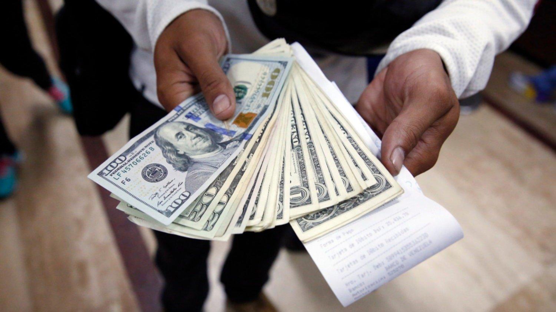 En el inicio de semana el dólar subió 50 centavos y superó los $ 39