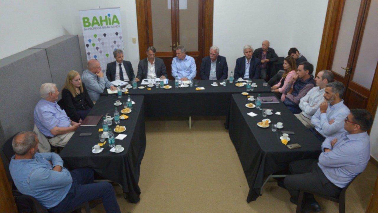 Gay se reunió con empresarios por el proyecto ferroviario para unir Vaca Muerta y Bahía