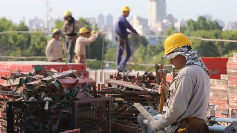 Se perdieron más de 191.000 empleos registrados en el último año