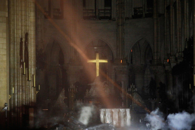 Esposo de Salma donará 100 mde para renovación de Notre Dame