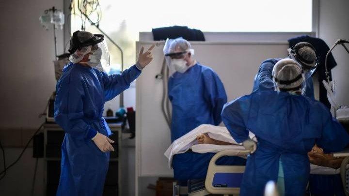 Reportan 561 muertes y 26.053 nuevos contagios en el país