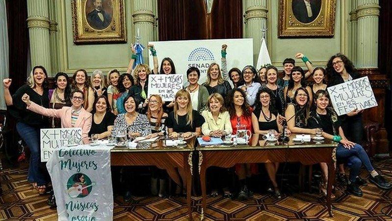 El cupo femenino llegó a los escenarios: Será obligatorio contratar mujeres