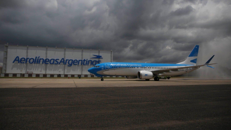 Aerolíneas Argentinas suspenderá por dos meses a 7.500 empleados