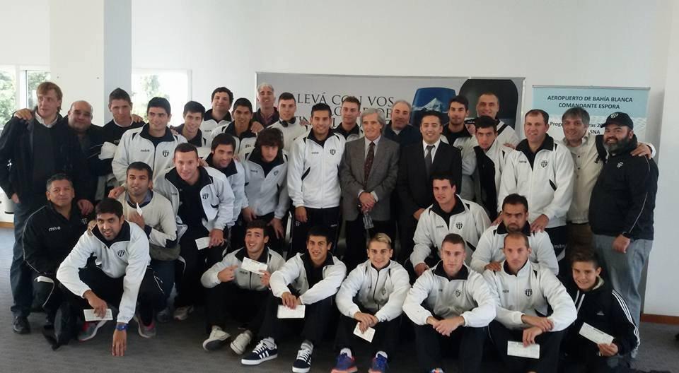 El plantel de Liniers partió a Formosa para disputar el histórico ...