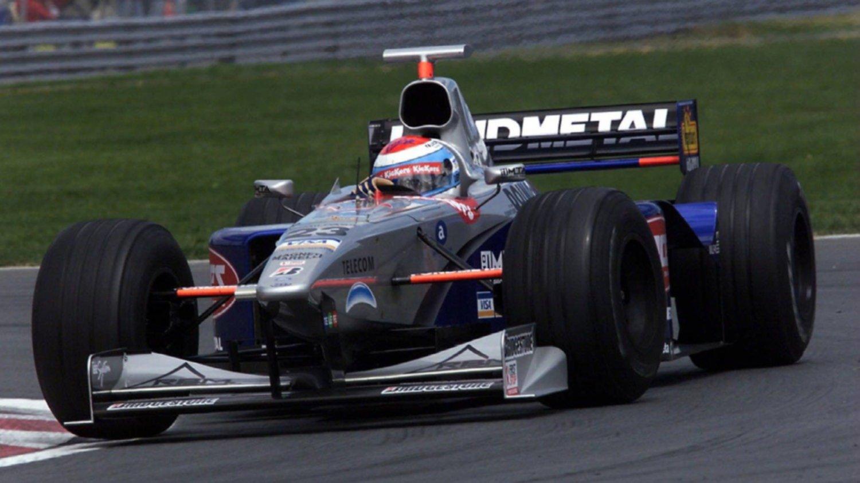 Un ex piloto de Fórmula 1 visitó el taller de los hermanos