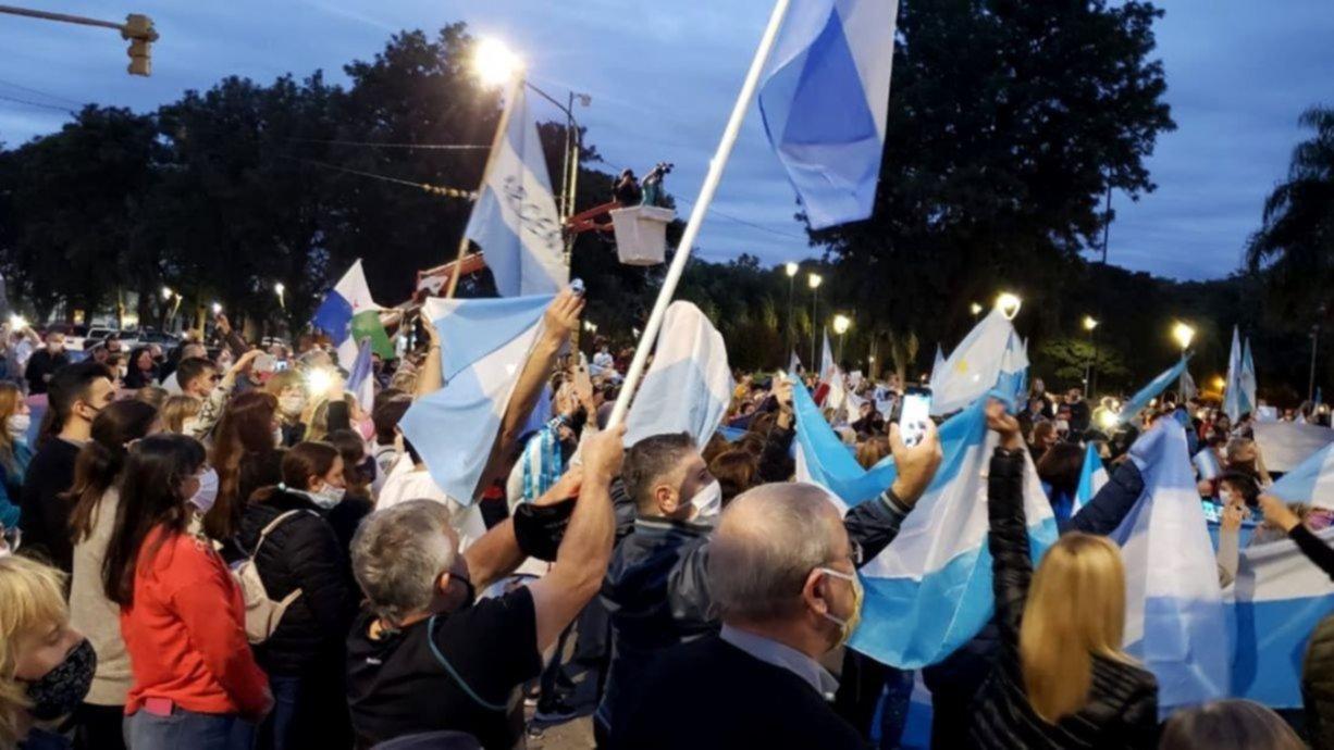 Santa Fe: masiva protesta de vecinos contra la intervención de ...
