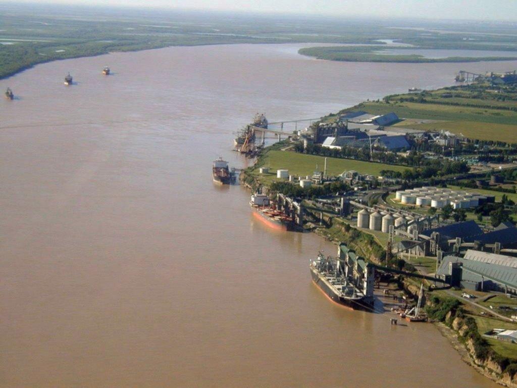 Profesionales recomiendan mayor complementariedad de la Hidrovía con el puerto de Bahía Blanca