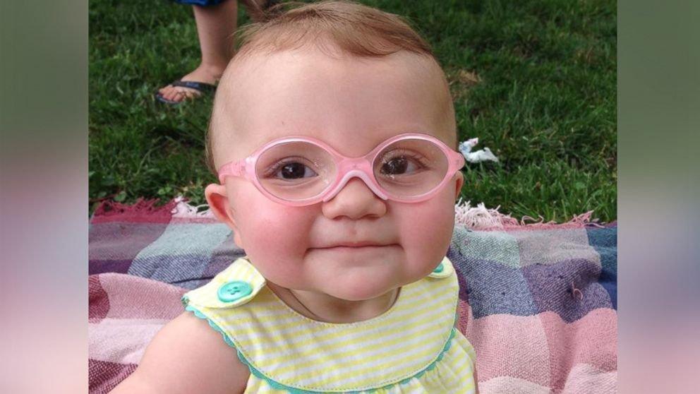 0d4eb8cd4c Mirá cómo reacciona una bebé al usar anteojos por primera vez