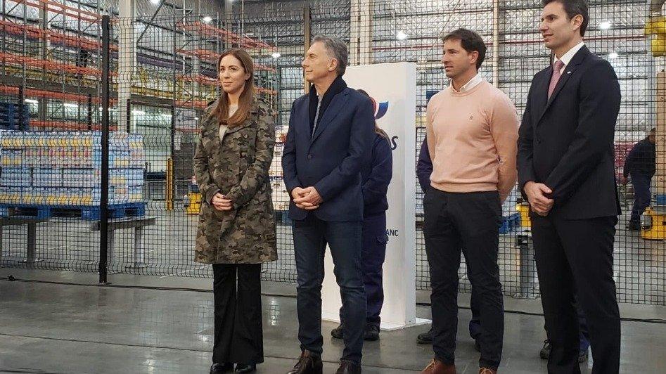 Macri, de campaña con Vidal, inauguró fábricas