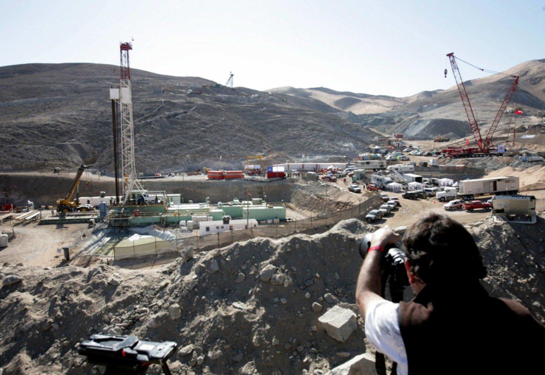 Ordenan indemnizar a parte los 33 mineros