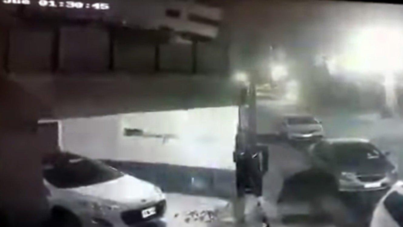 Captan derrumbe de edificio de 8 pisos en Buenos Aires