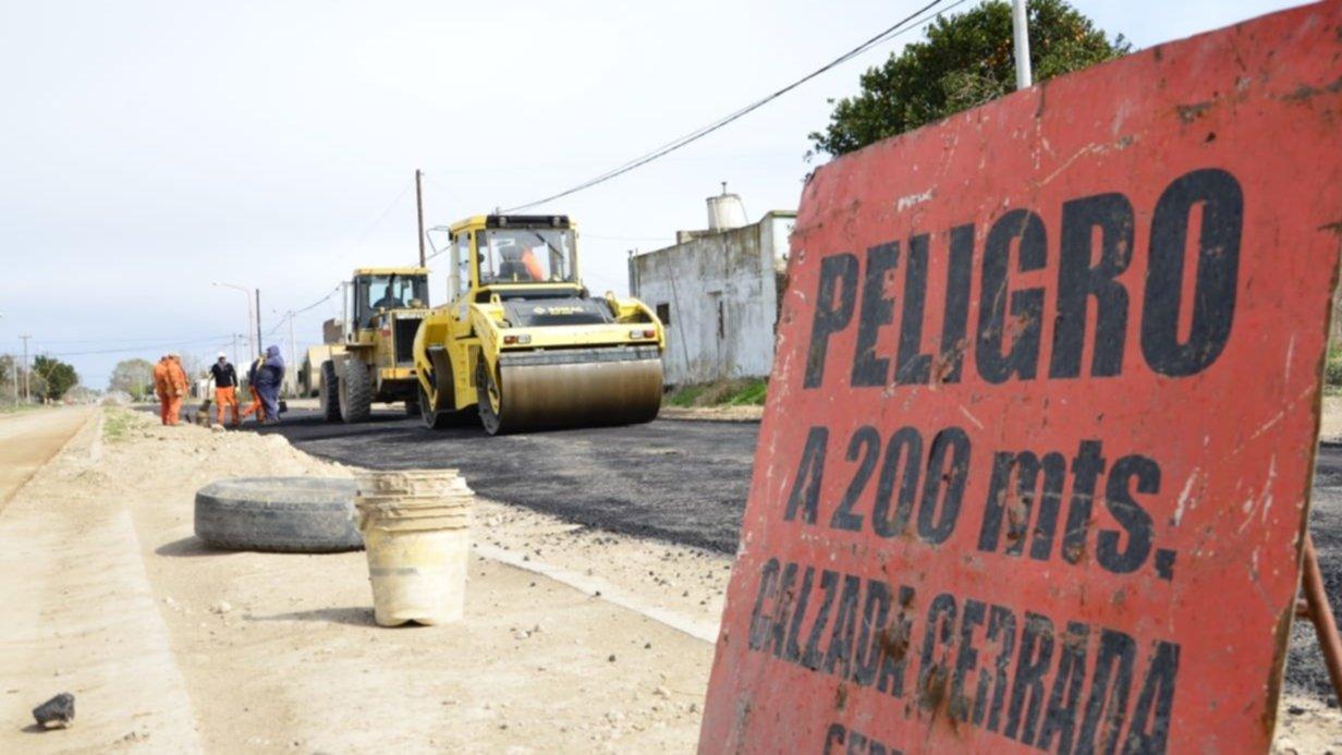 El pavimento en el acceso al puerto empieza a convertirse en realidad