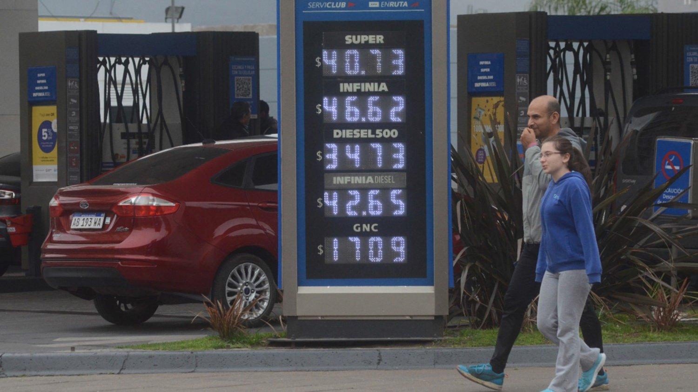 Axion aumentó sus combustibles: La Premium ya roza los 50 pesos