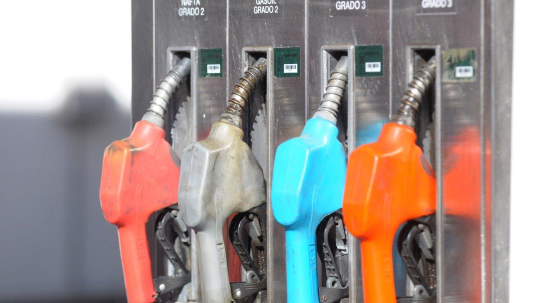 Suba de la nafta: en el Interior ya supera los 50 pesos
