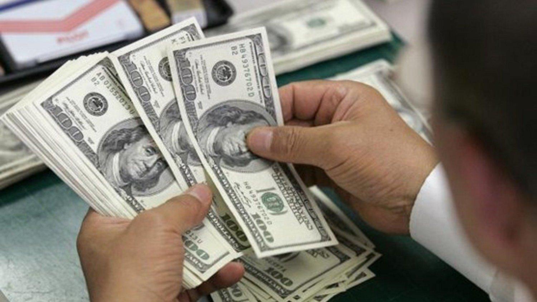 El dólar subió 24 centavos y cerró por encima de los $ 59