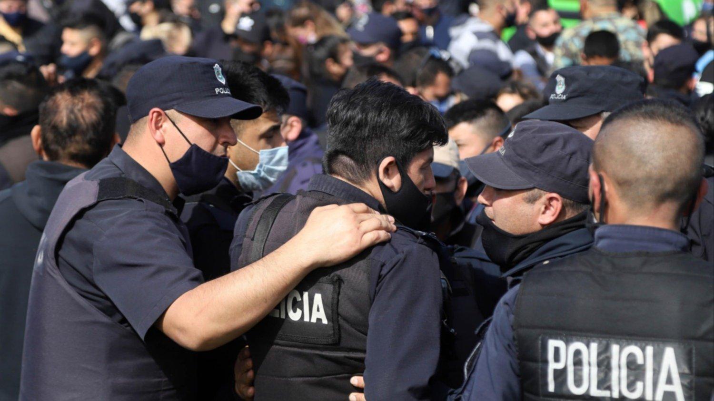 Segundo día de protestas de policías bonaerenses: aseguran que cobran $ 40 por hora