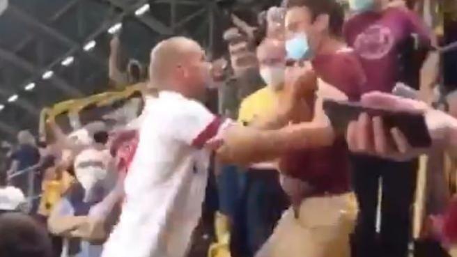 Toni Leistner increpó a un hincha en la tribuna tras recibir insultos
