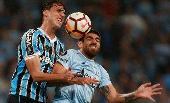 Gremio goleó en Brasil 4 a 0 y será el rival de River en semfinales