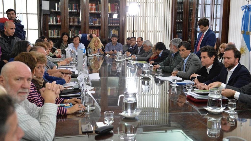 Conflicto docente: el gobierno de Vidal ofreció un aumento del 30 %