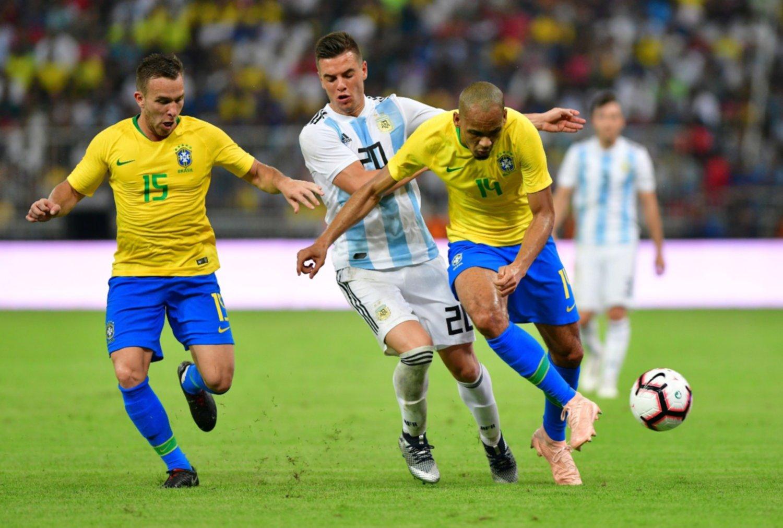 Amistoso: Argentina perdió sobre la hora ante Brasil por la mínima diferencia