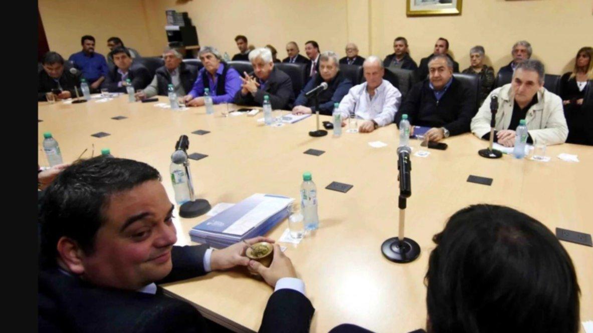 Para frenar el paro general, el Gobierno recibe a la CGT y empresarios