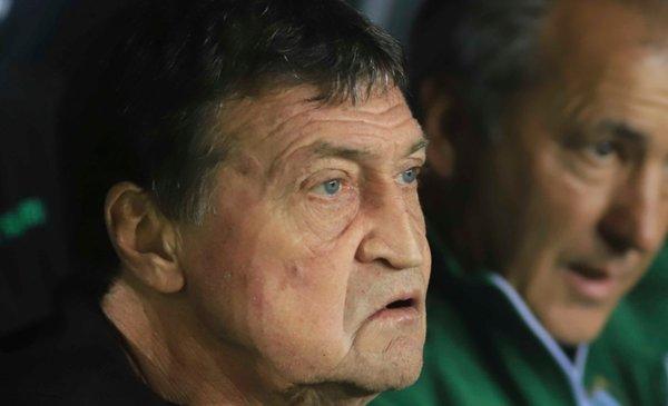 Julio César Falcioni decidió continuar como técnico de Banfield - La Nueva