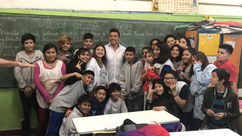Marcelo Gallardo visitó su escuela primaria y se quebró en llanto