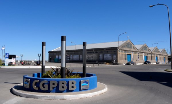 Escándalo en el puerto por el dragado, El Cholo espera la plata y una buena para la Escuela Nº 2 - La Nueva