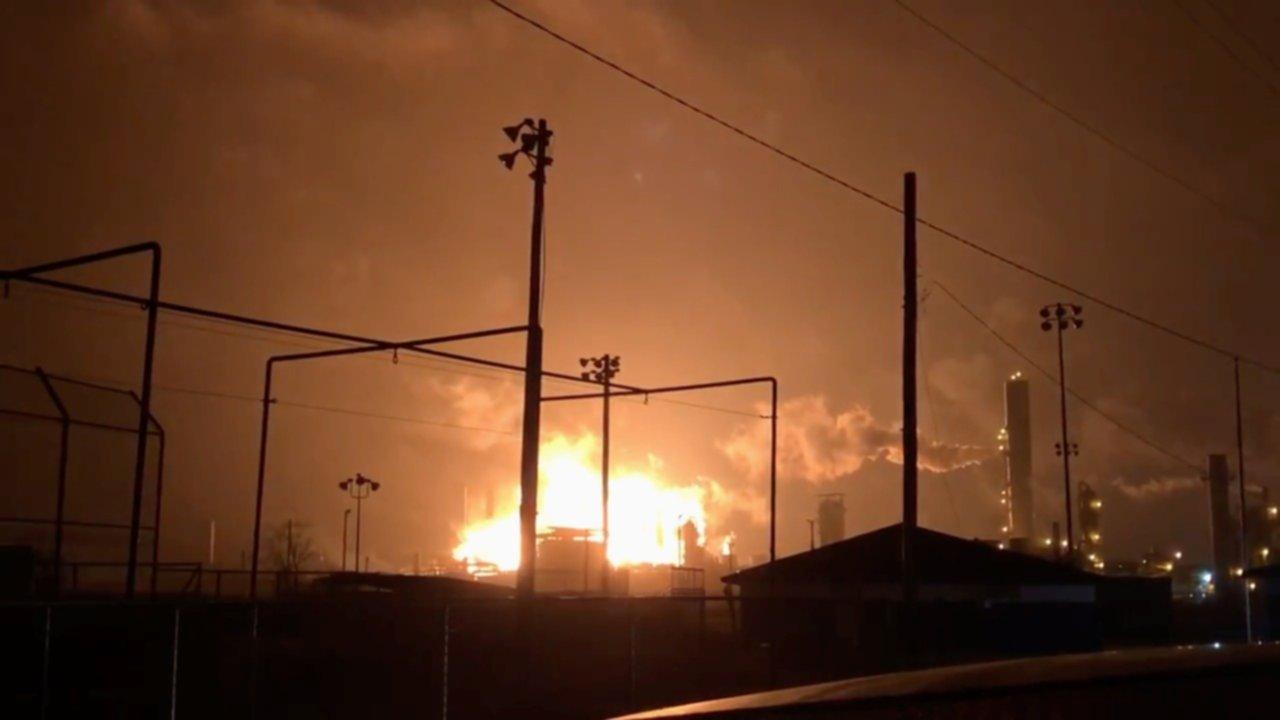 Gran explosión en una planta química — Texas