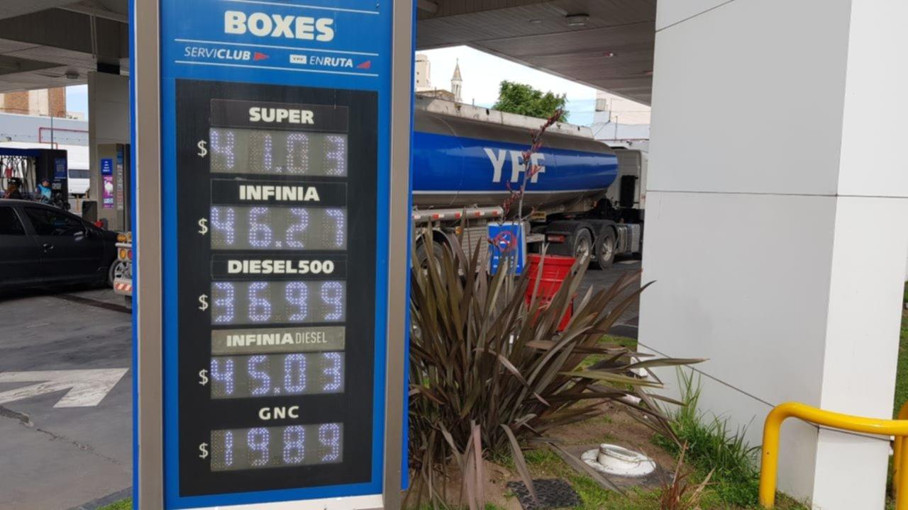 YPF bajó la nafta y subió el gasoil